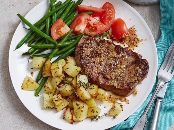 Mustard steak with garlic potatoes