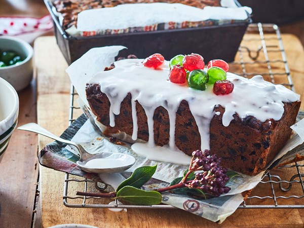 Mum's Christmas loaf cakes with easy icing