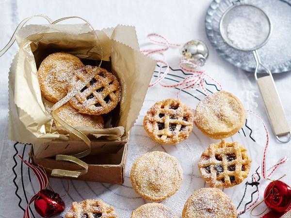 Homemade fruit mince pies with almonds