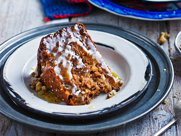 Banana, coffee and walnut cake with caramel sauce