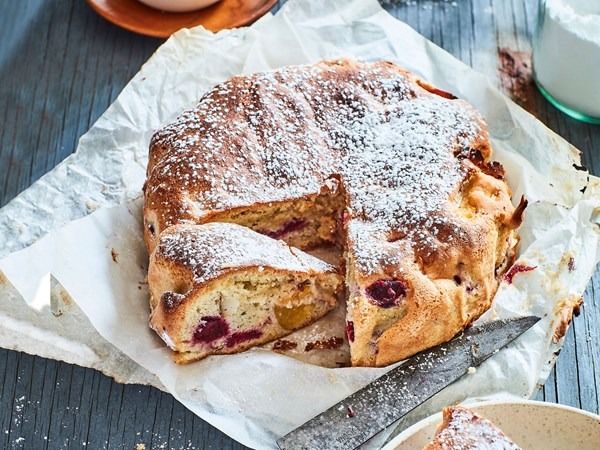 Quick and easy French-style fresh fruit cake