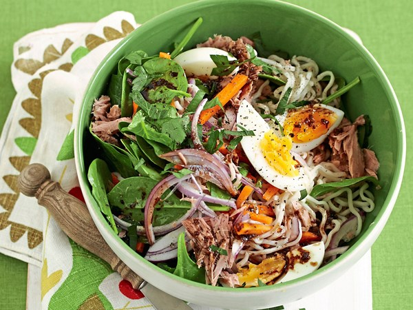 Instant noodles with balsamic tuna and spinach