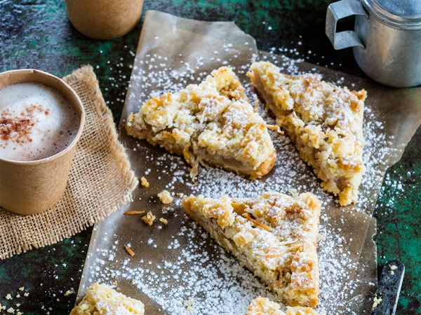 Feijoa slice with coconut crumble topping