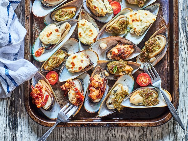 Grilled mussels with pesto, sun-dried tomato and cheese