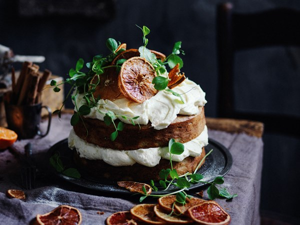 Sweet pea, cinnamon and orange cake
