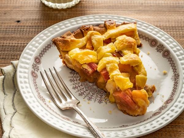 Rhubarb and apple lattice tart