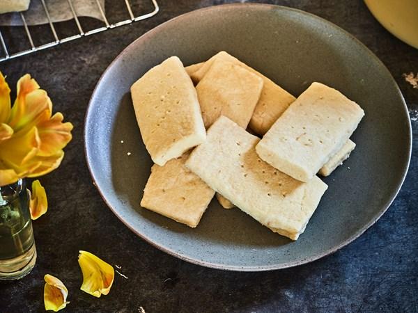 Gluten-free lemony shortbread