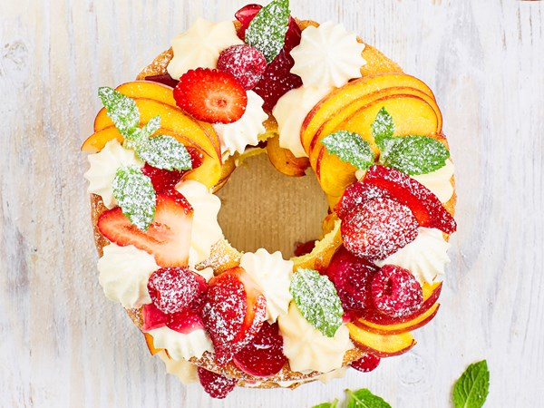 Trifle wreath cake