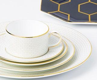 Porcelain fine chine dinnerware