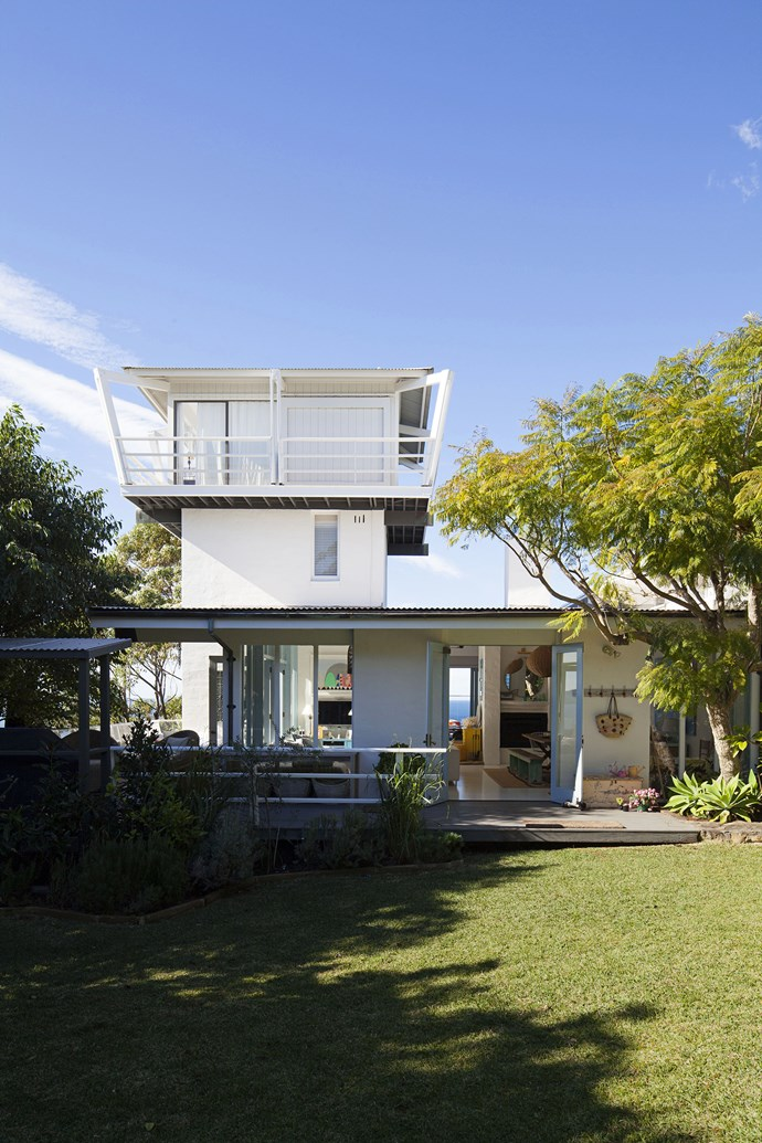 The house was built in the early 1970s by a Qantas pilot who wanted to emulate an airport control tower.