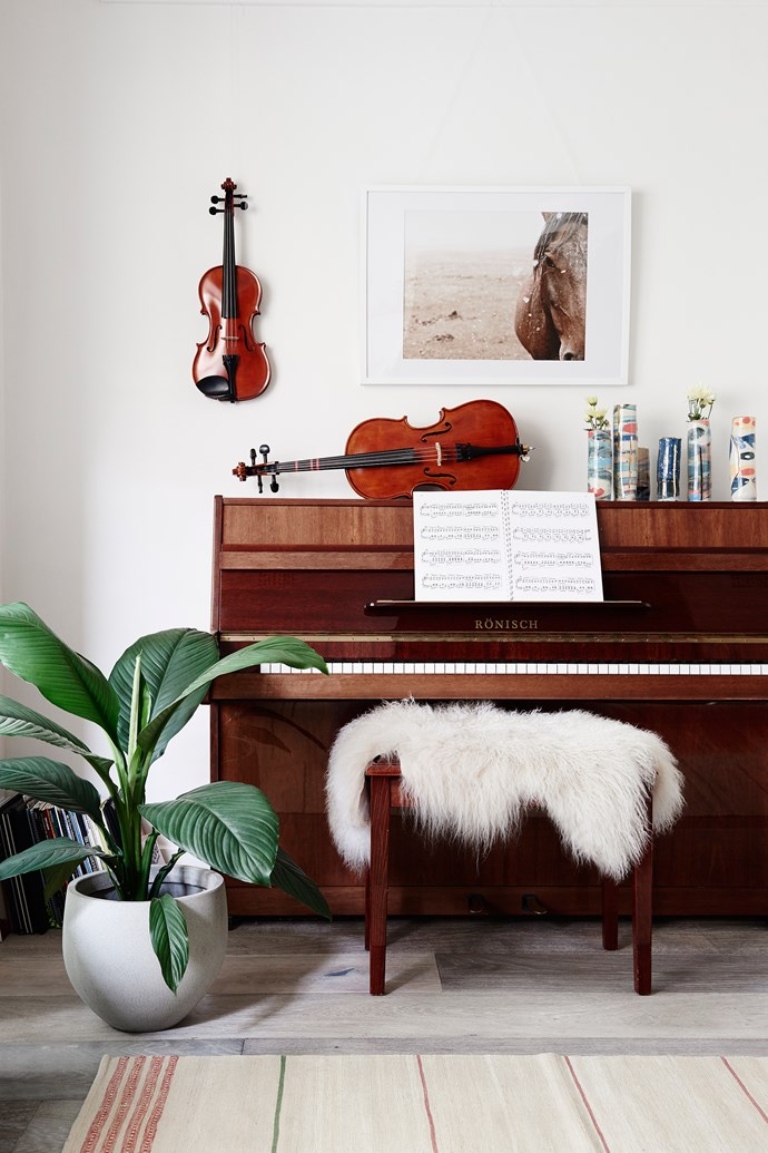While renovating the family's heritage-listed Californian bungalow, Karling sang with the Melbourne Symphony Orchestra.