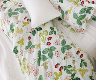 Wedgwood Home Wild Strawberry king quilt set