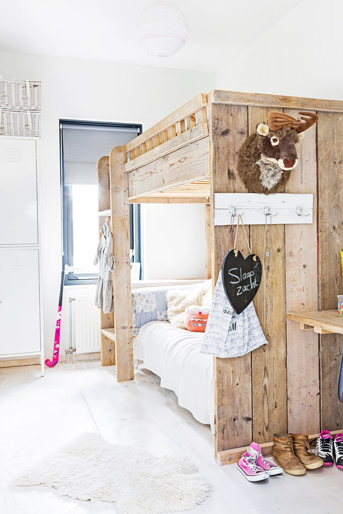 Eefje's bunk bed is perfect for when friends sleep over. A toy taxidermy is a quirky addition.