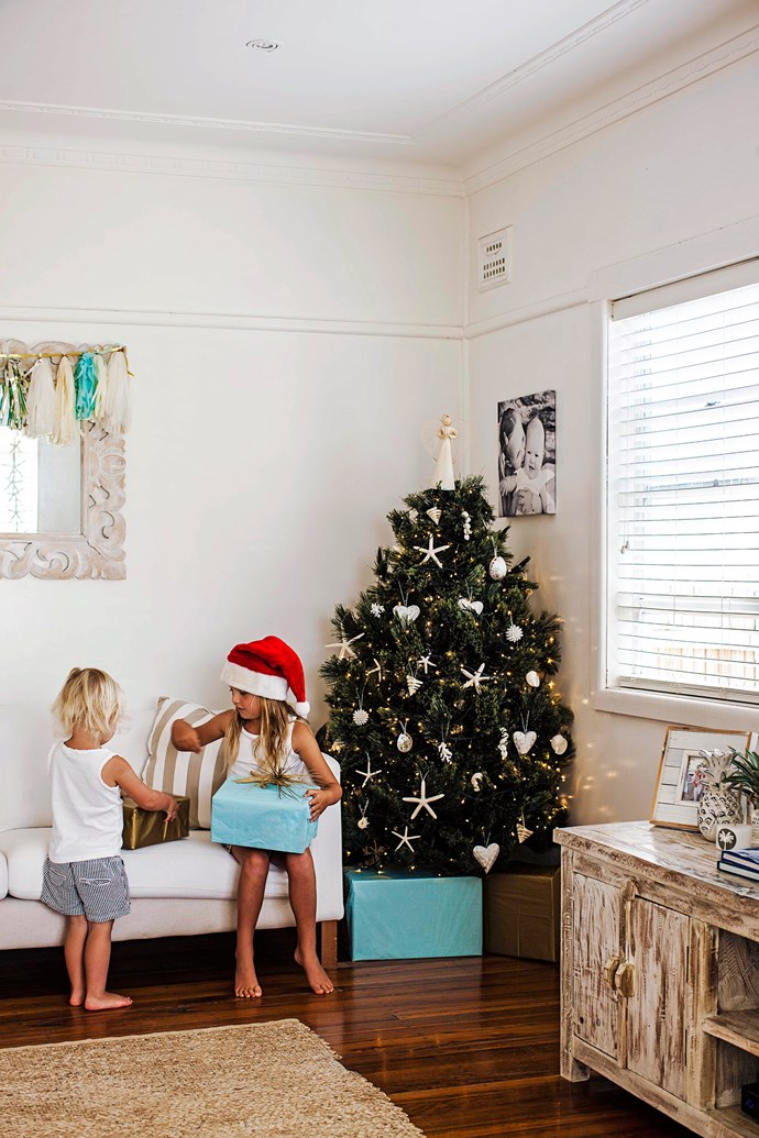 """Natural hues inspired by the colours of the beach make up the palette of this [breezy family home](http://www.homestolove.com.au/zoes-beach-bungalow-2544