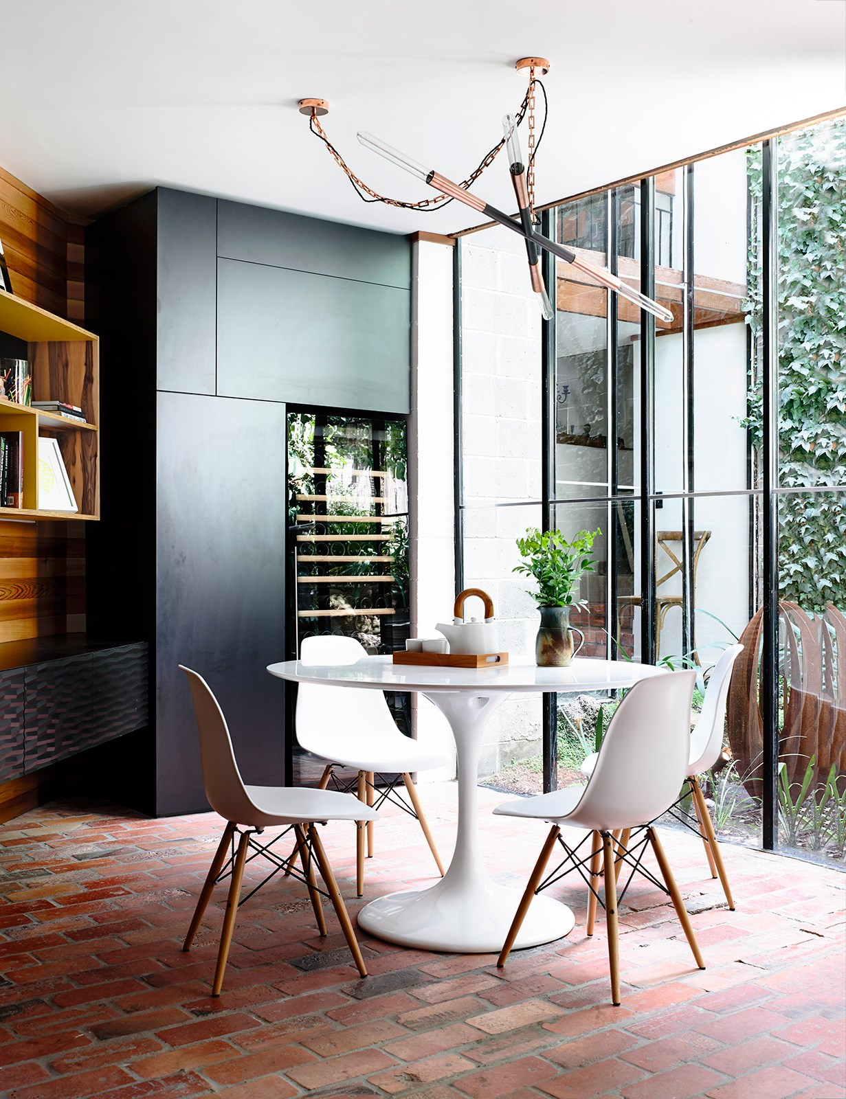 "A spectacular [Christopher Boots](http://www.christopherboots.com/product//?utm_campaign=supplier/|target=""_blank"") **pendant light** steals the show in the dining room of this Melbourne home (above), renovated by [Atticus & Milo](http://www.atticusmilo.com.au//?utm_campaign=supplier/