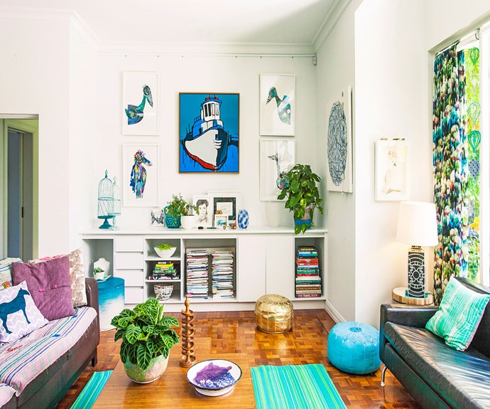 "Between lush indoor plants and green accents, this living room makes for a calm, [stress-free](http://www.homestolove.com.au/how-to-make-your-home-stress-free-3127|target=""_blank"")  space. Photography: Scott Hawkins/Bauersyndication.com.au."