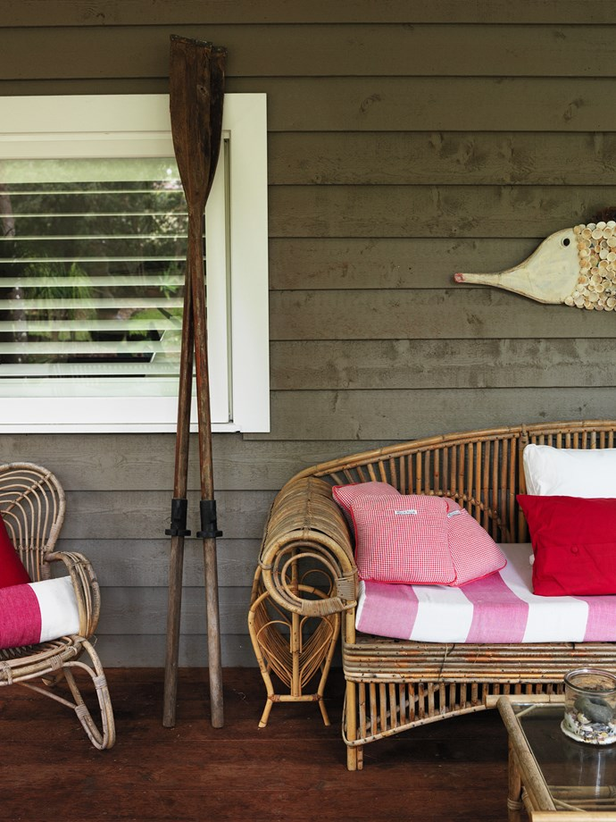 """Organic textures and nautical accents set up a breezy [coastal vibe](http://www.homestolove.com.au/create-your-own-beach-house-with-cool-coastal-style-1792