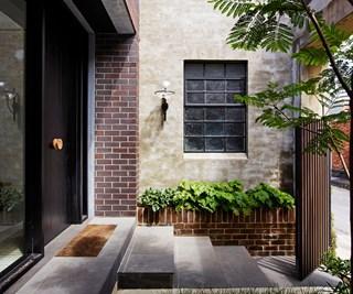 small entry courtyard idea