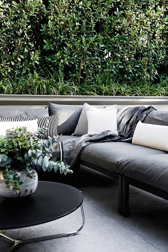 "Solpuri 'Club' outdoor lounge from [Domo](http://domo.com.au/|target=""_blank""). Manutti 'Mood' coffee table from [Cosh Living](http://www.coshliving.com.au/|target=""_blank"")."
