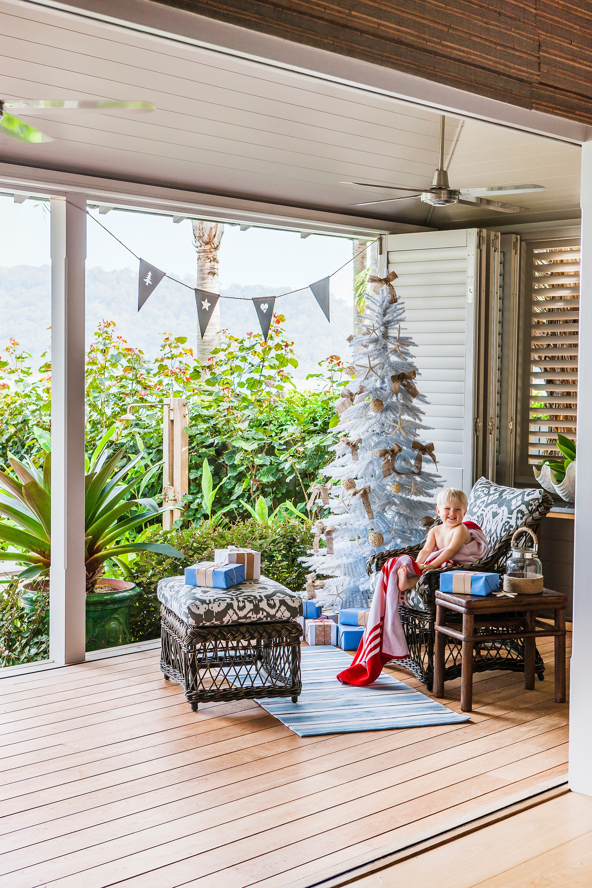 """Rustic decorations are in keeping with the relaxed holiday vibe of this [stunning waterfront home](http://www.homestolove.com.au/holiday-home-made-for-relaxing-family-time-3964