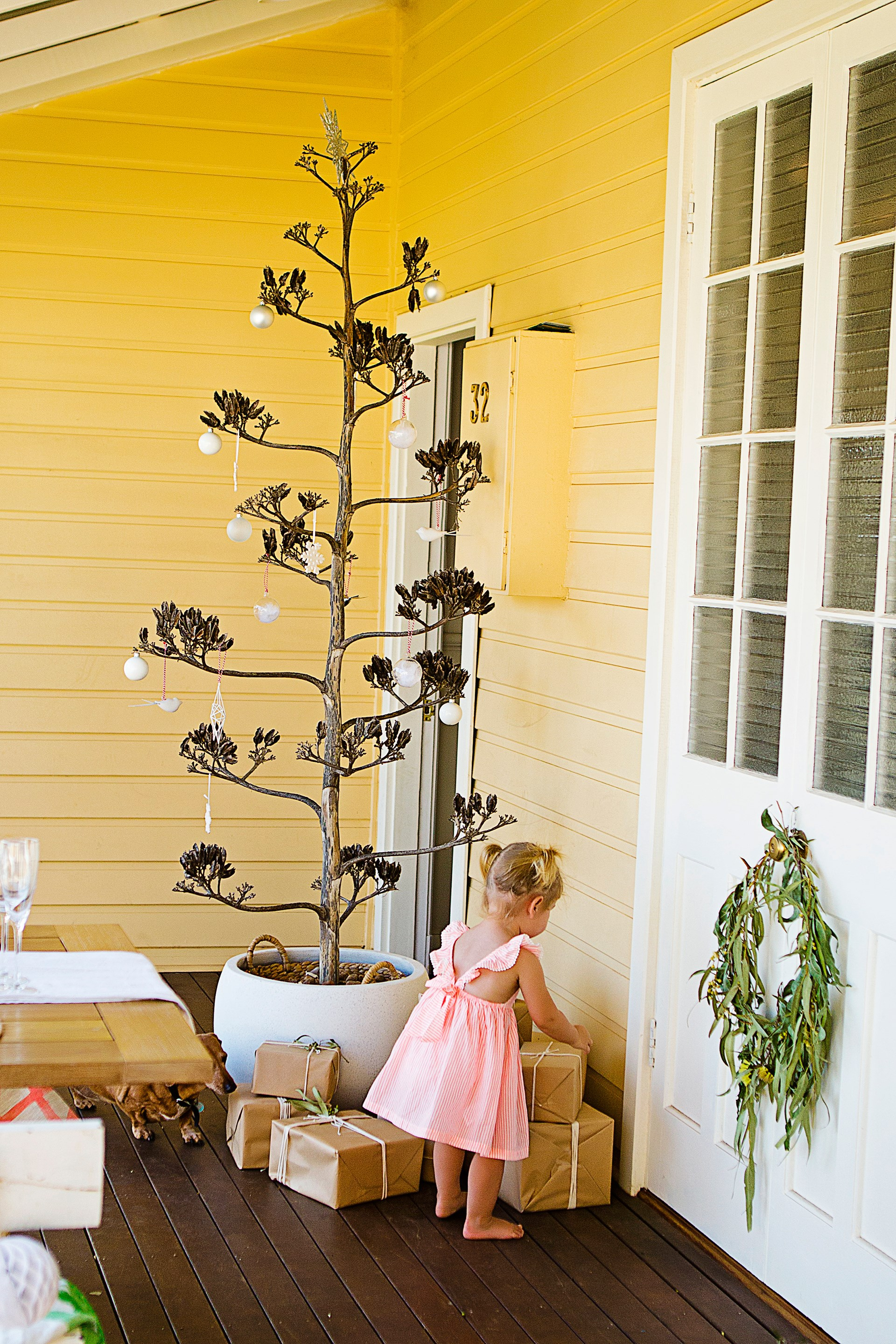 """Simple, organic Christmas styling is in keeping with this [home's natural, coastal vibe](http://www.homestolove.com.au/an-old-cottage-is-given-a-bright-and-beachy-makeover-4391