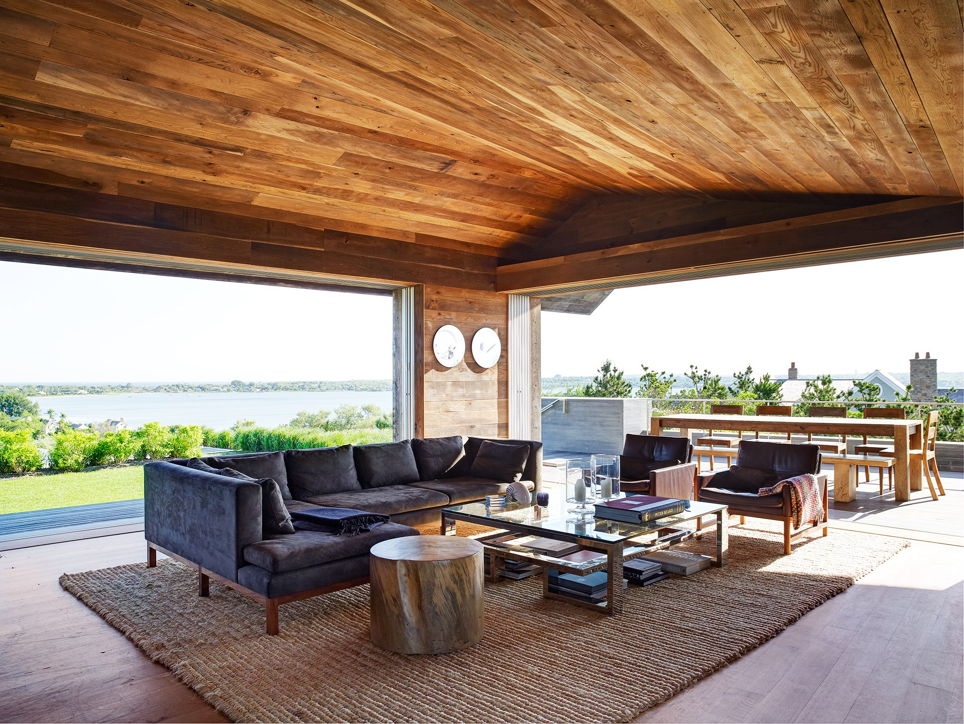 "We kept the palette of materials to a minimum, which is important in any job that we do,"" says Harry Bates of [Bates Masi Architects](http://batesmasi.com/