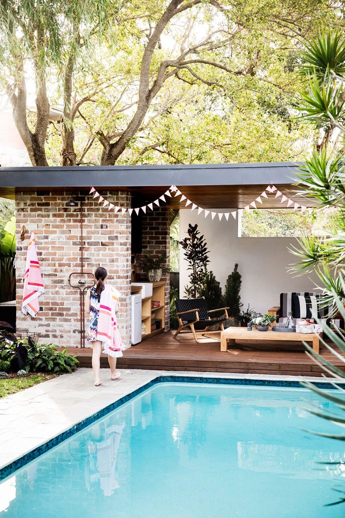 Comfortable and low maintenance, the pool house hosts a steady stream of visitors on sunny afternoons. From outdoor shower down to the kitchen sink and stylish casual furniture, every need is catered to.