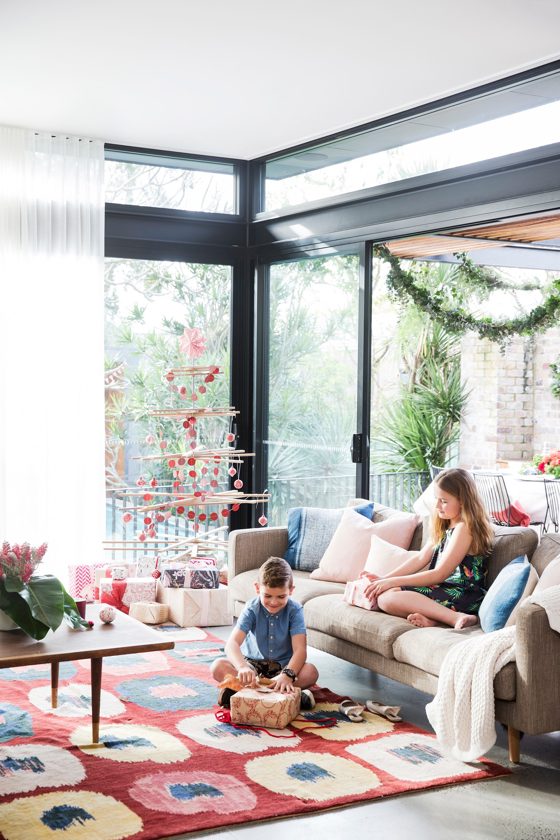 """Colourful decorations and festive bouquets give this [florist's renovated bungalow](http://www.homestolove.com.au/inside-a-florists-renovated-bungalow-festooned-with-festive-flowers-4498