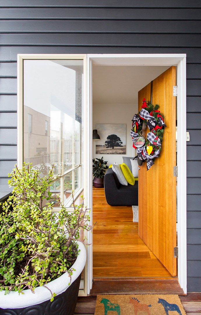 "When renovating, Paula always pays extra attention to the [front entry](http://www.homestolove.com.au/first-impressions-james-trebles-tips-on-styling-the-entrance-to-your-home-3265|target=""_blank"") of the home. ""It sets the mood for the rest of the house,"" she says. This jade tree has graced the entrances of many of their homes, a feng shui sign of good fortune."