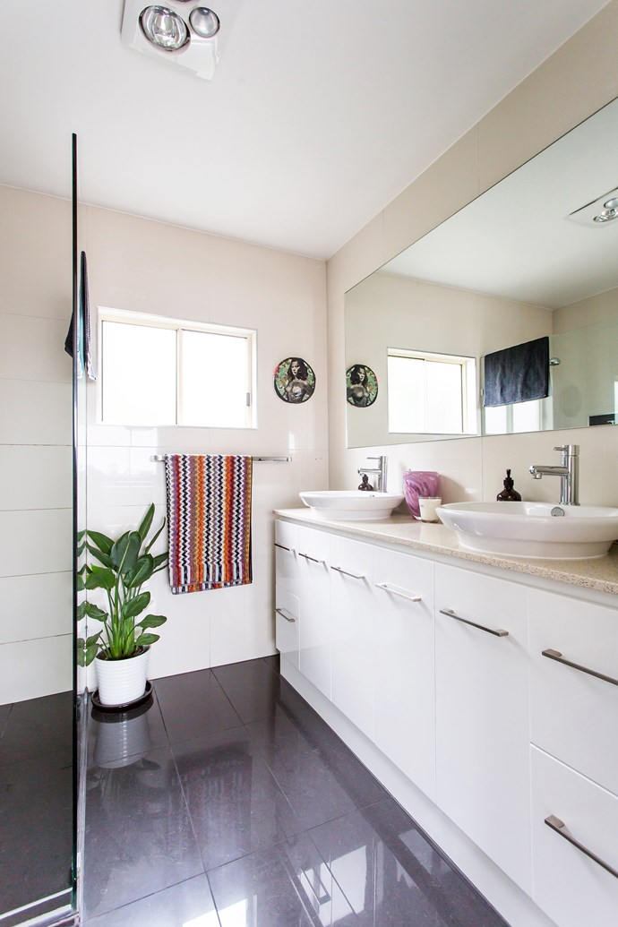 The downstairs bathroom was remodelled along with the adjoining laundry. We removed dated cornices throughout the house for a modern finish.