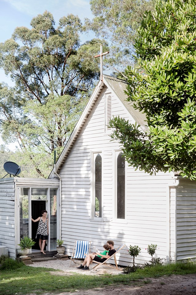 """[A converted church on the bank of the Hawkesbury River.](http://www.homestolove.com.au/a-converted-19th-century-church-on-the-hawksberry-river-5132 target=""""_blank"""") Photo: Chris Warnes / *Australian House & Garden*"""