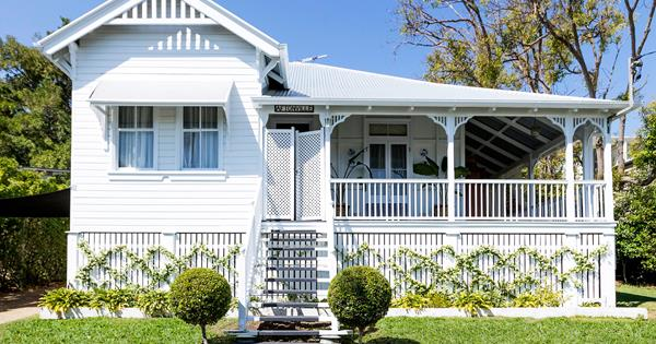 Colourful Update Of A Classic Queenslander Home Homes To