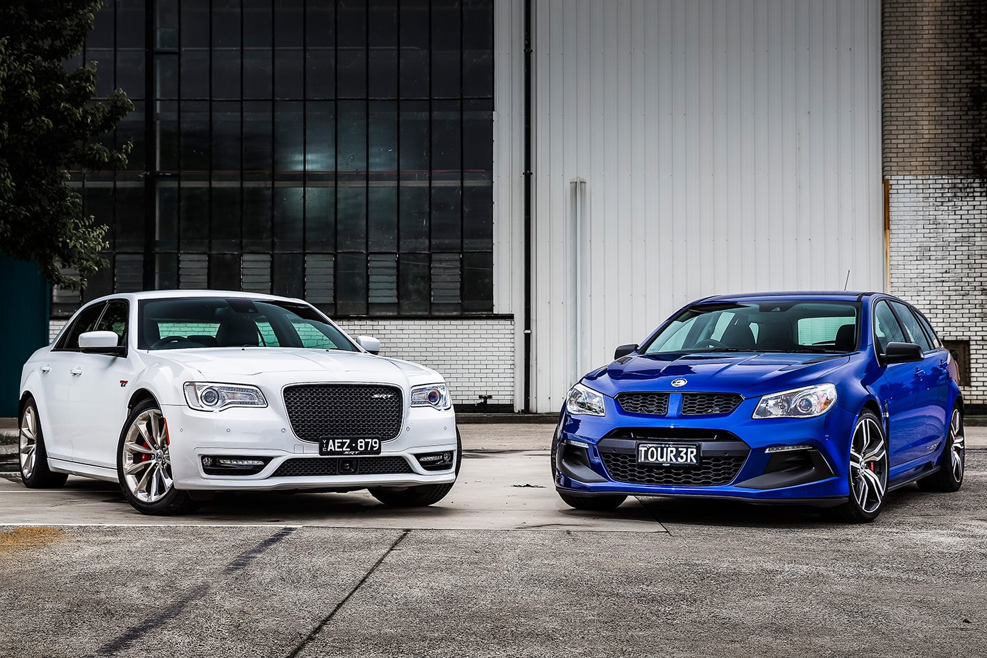 2018 chrysler 300 srt. fine 2018 chrysler 300 srt vs hsv clubsport r8 lsa tourer to 2018 chrysler srt