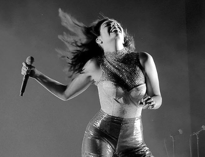 Lorde killing it on stage at Coachella.