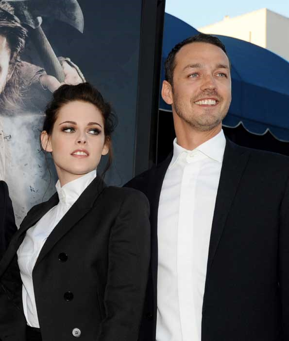 Kristen Stewart and Rupert Sanders were spotted in a heated embrace