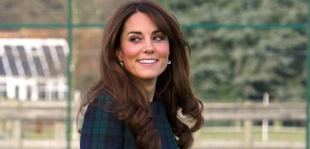 Anxious Prince William rushes pregnant Kate to hospital