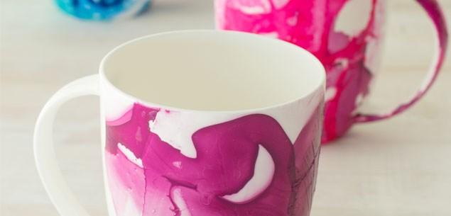 Mug decorating with nail polish