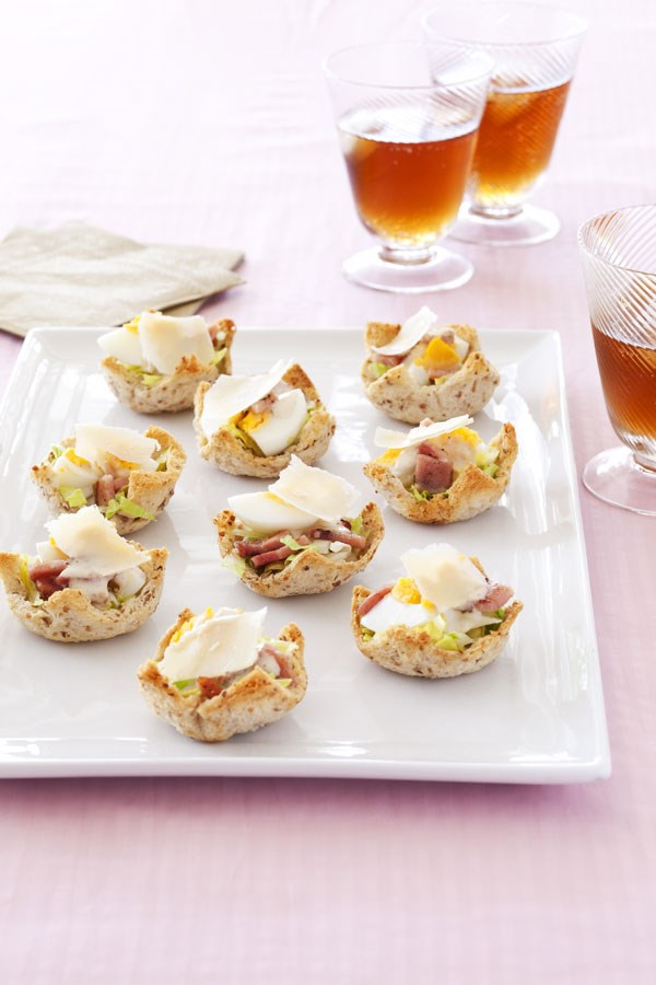 Mini caesar salads in crispy cases