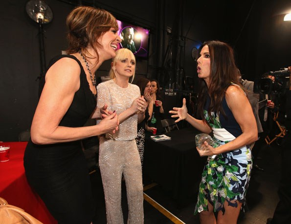 An animated Sandra Bullock chats with Allison Janney and Anna Faris.