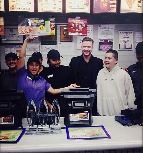 He may have almost dropped his awards he won so many, but Justin Timberlake made Taco Bell his late night stop. PHOTO Instagram