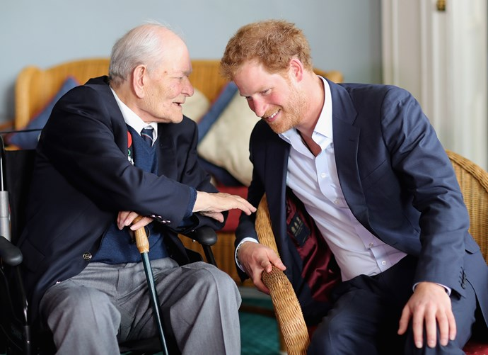 Prince Harry forgets tie