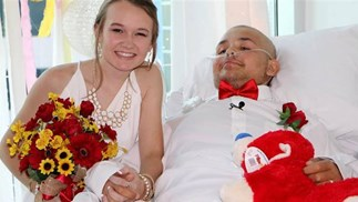 Dying teen marries his high school sweetheart in hospital ceremony