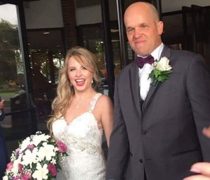 Woman marries stranger who saved her life through organ donation