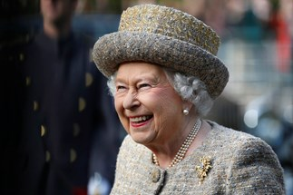 Queen almost shot by royal guard at Buckingham Palace