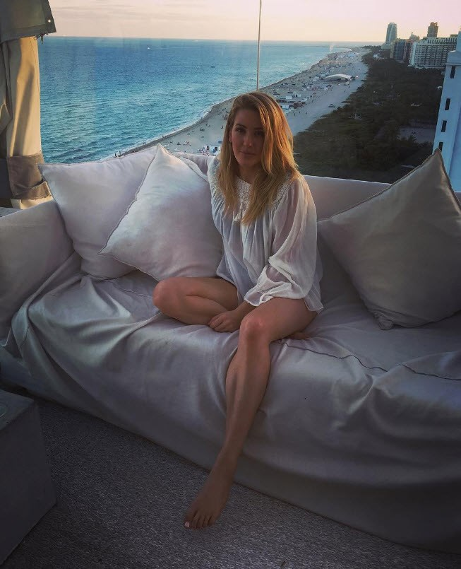 While Ellie Goulding relaxed in Miami.