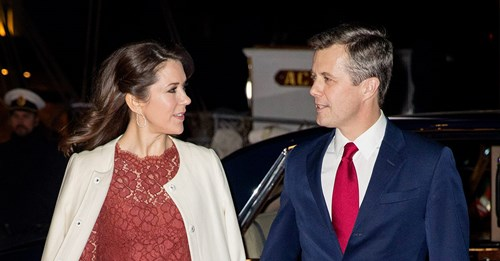 whitehouse cougars dating site Now the white house openly woos hope hicks to work on trump's  a nation of cheating cougars  years her junior according to illicitencounters dating site.