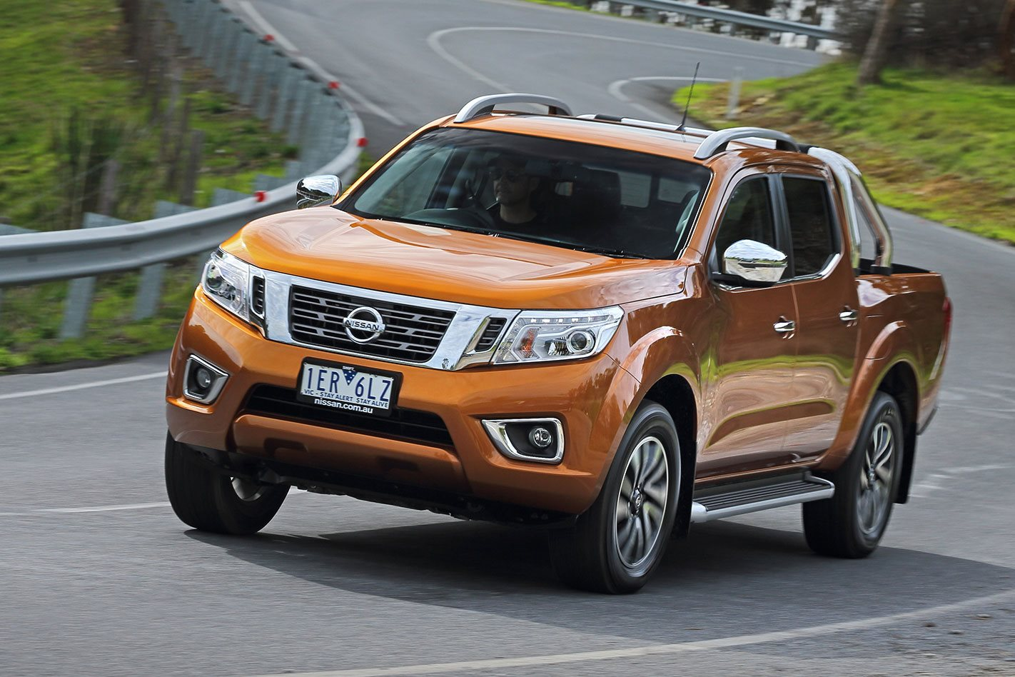 2016 nissan navara review. Black Bedroom Furniture Sets. Home Design Ideas