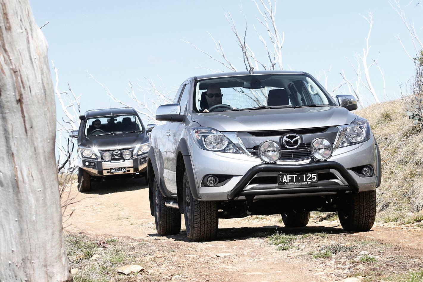learning to drive a mazda bt 50 4x4 off road on fraser island. Black Bedroom Furniture Sets. Home Design Ideas