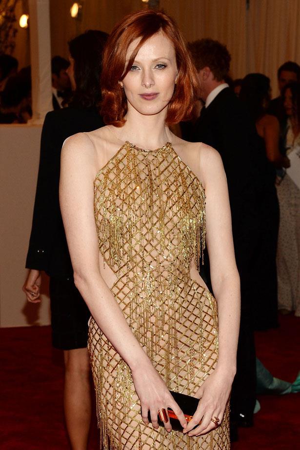 **Karen Elson** <br><br> Mega-model (and mega-babe) Karen Elson wears her signature copper top with an easy side-part and neutral makeup.