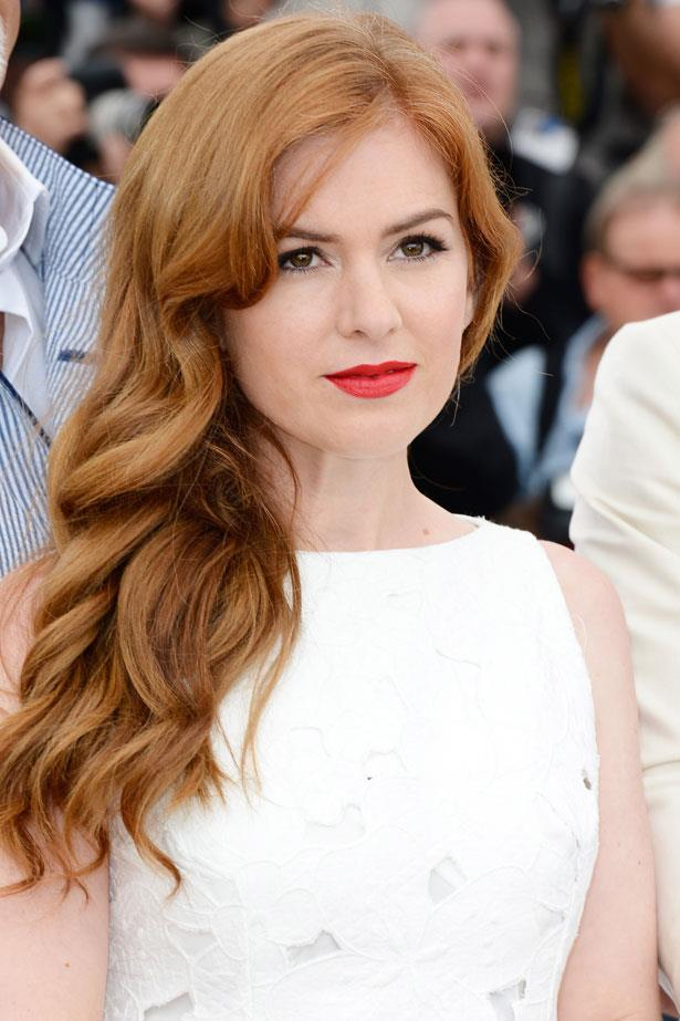 **Isla Fisher** <br><br> Soft, floaty waves and a soft ginger shade flatter Isla Fisher's porcelain complexion.